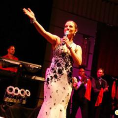 Carmen Franke moderiert die ELVIS Show in Zürich