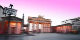 Carmen Franke moderiert die Vernissage von Johannes Weinsheimer in der ART Galerie Richter